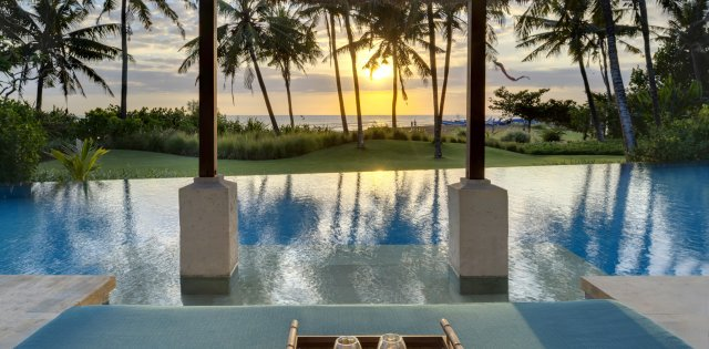Villa Arika, Pool at sunset