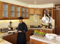 Villa Dea Sarasvati, Professional chef and kitchen